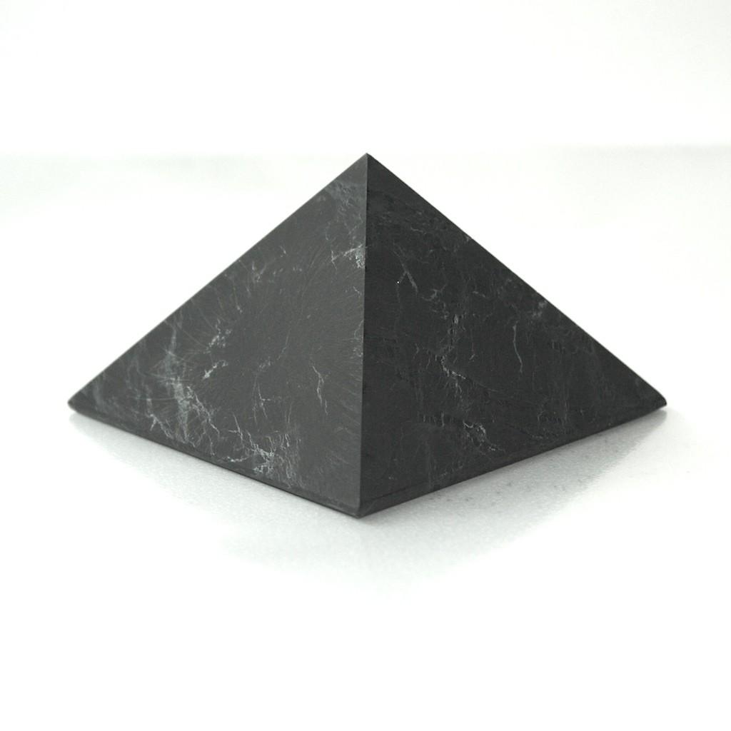 Šungitová pyramida 7 x 7 cm, leštěná